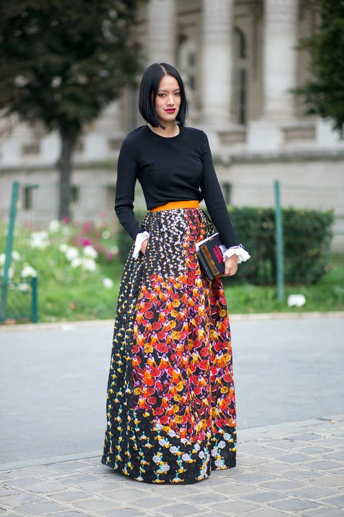 Silhouettes femmes s habiller avec du style femme chique tenue jupe longue top noir avec manches