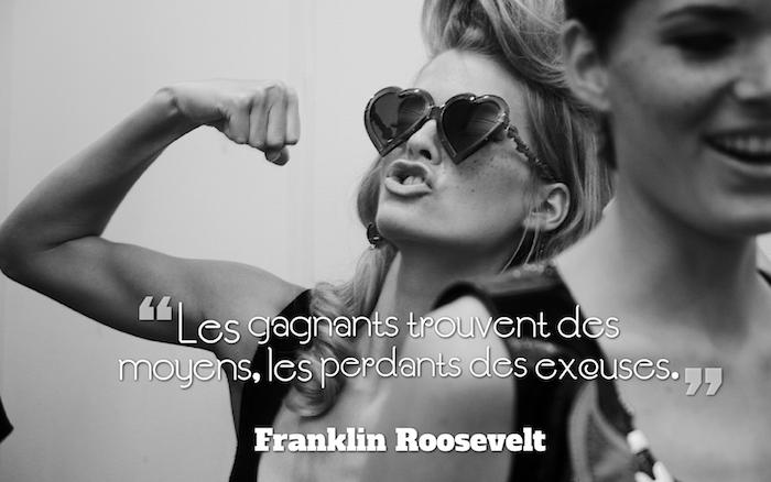 phrase philosophique sur la vie, photo blanc et noir, image avec citation inspirante pour femme, lunettes de soleil forme coeur