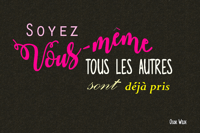 jolie phrase, papier peint bureau noir avec lettres rose, citation Oscar Wilde, citation courte