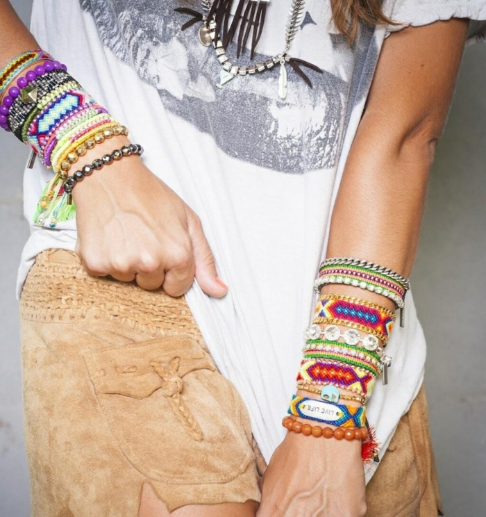 Style hippie femme vetements style hippie chic vêtements colorés bracelets belle idée