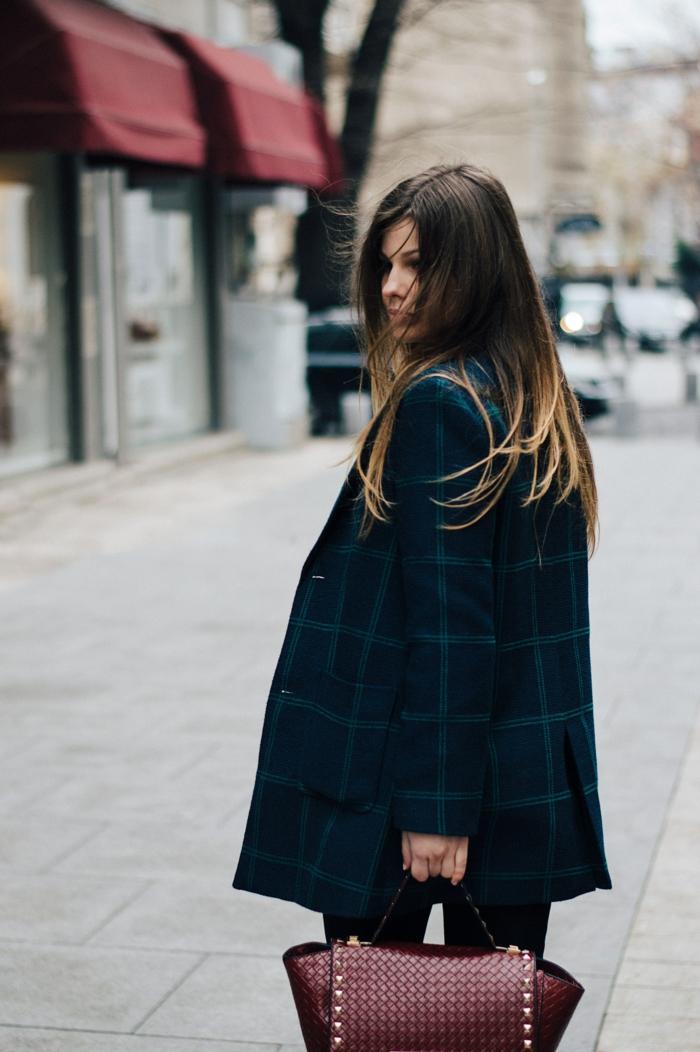 Idee tenue classe femme s habiller classe style femme classe damain sac à main bordeaux