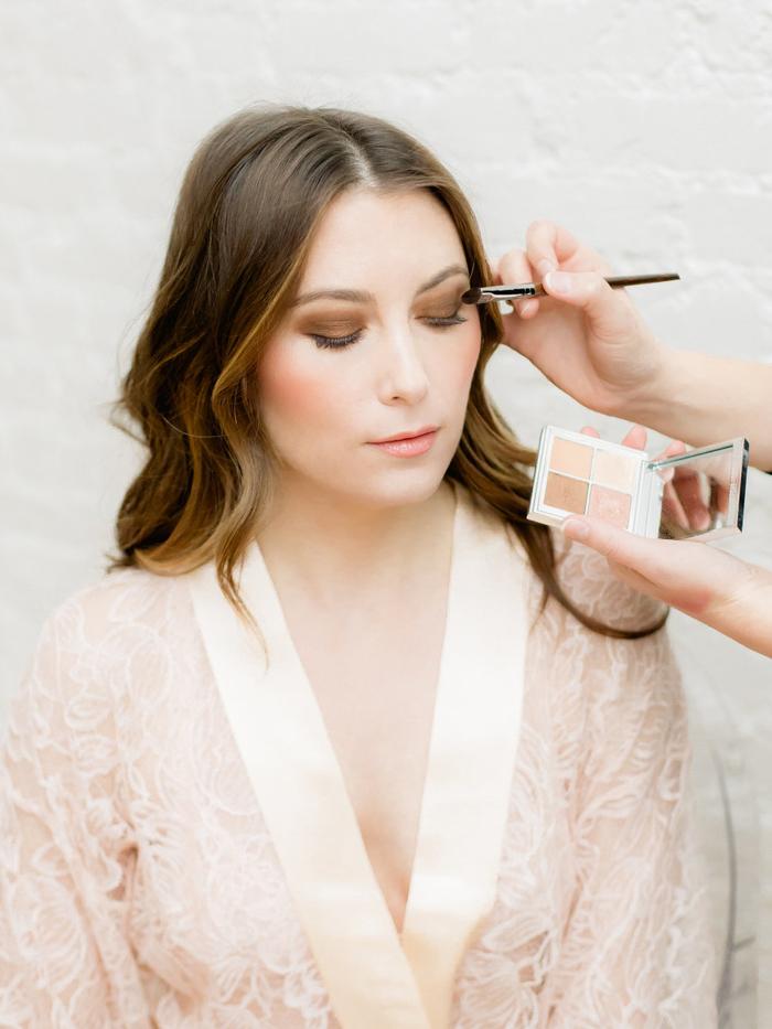 un maquillage mariée tendance aux nuances de marron, cuivre et bronze