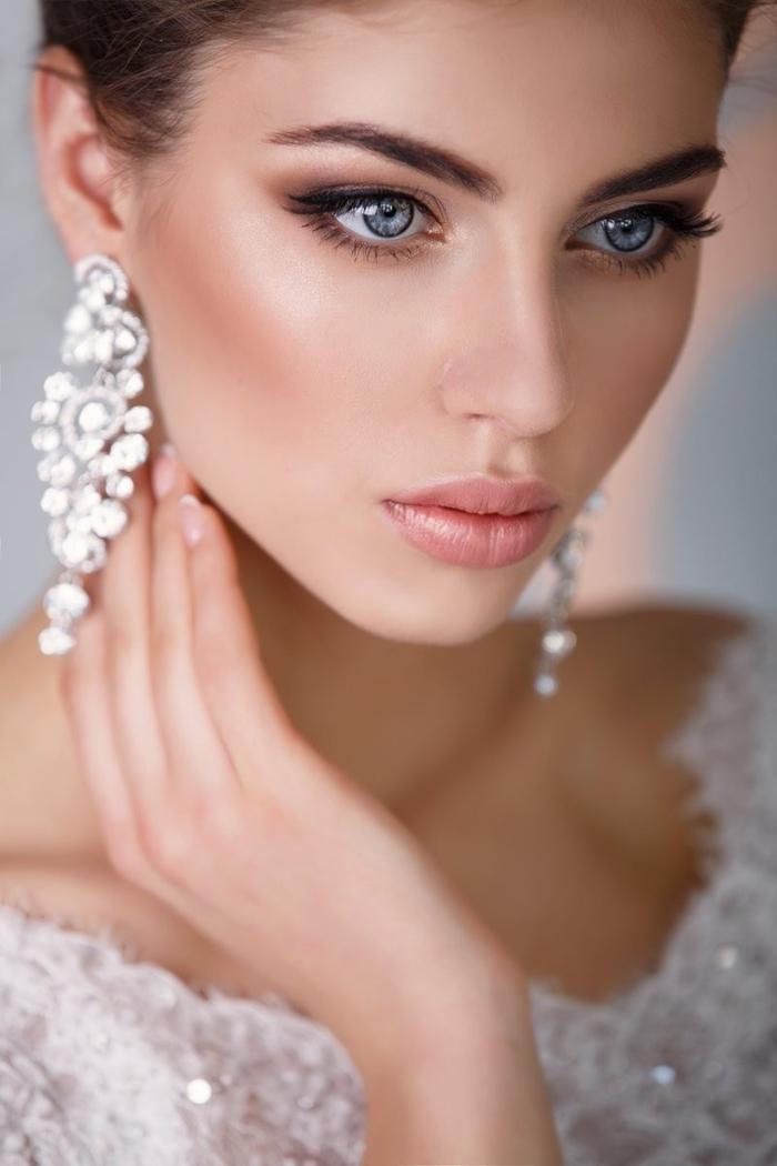 un look de mariée d'une beauté classique, maquillage de mariée bronze pour un effet peil charbonneux élégant