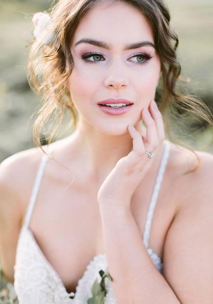 une vision de mariée romantique aux nuances de rose et mauve, vision à inspiration bohème chic