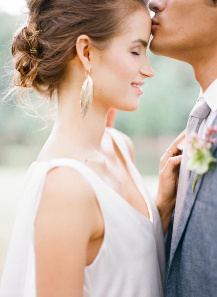 un look de mariée tout naturel, un maquillage mariage avec un teint frais et lumineux