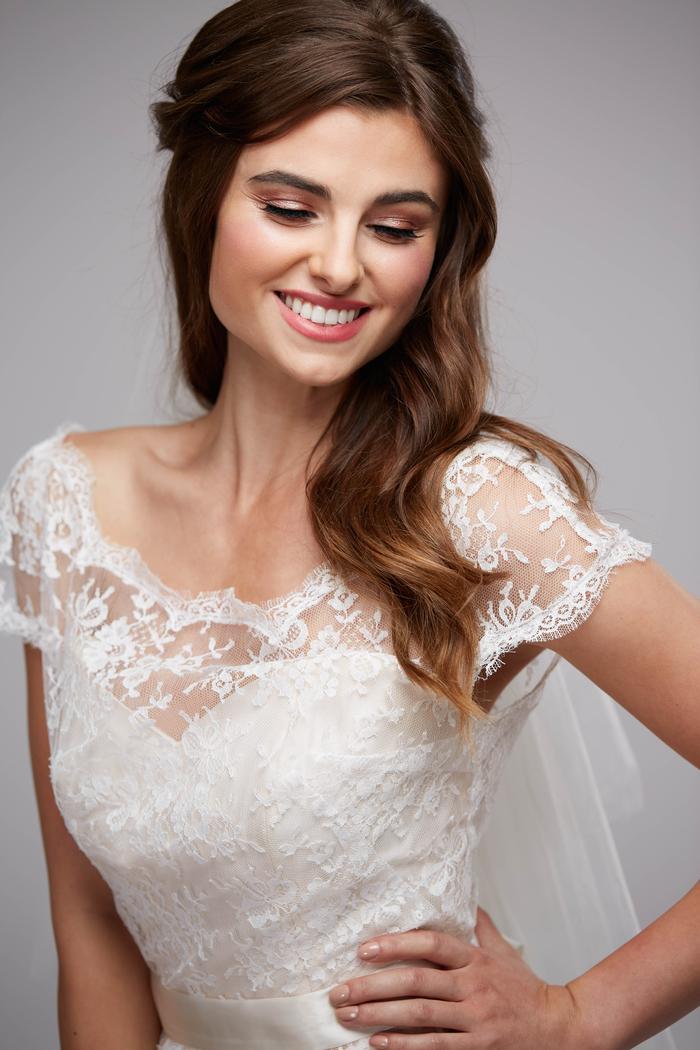 un maquillage mariée monochrome aux teintes de rose pour un look romantique et raffiné