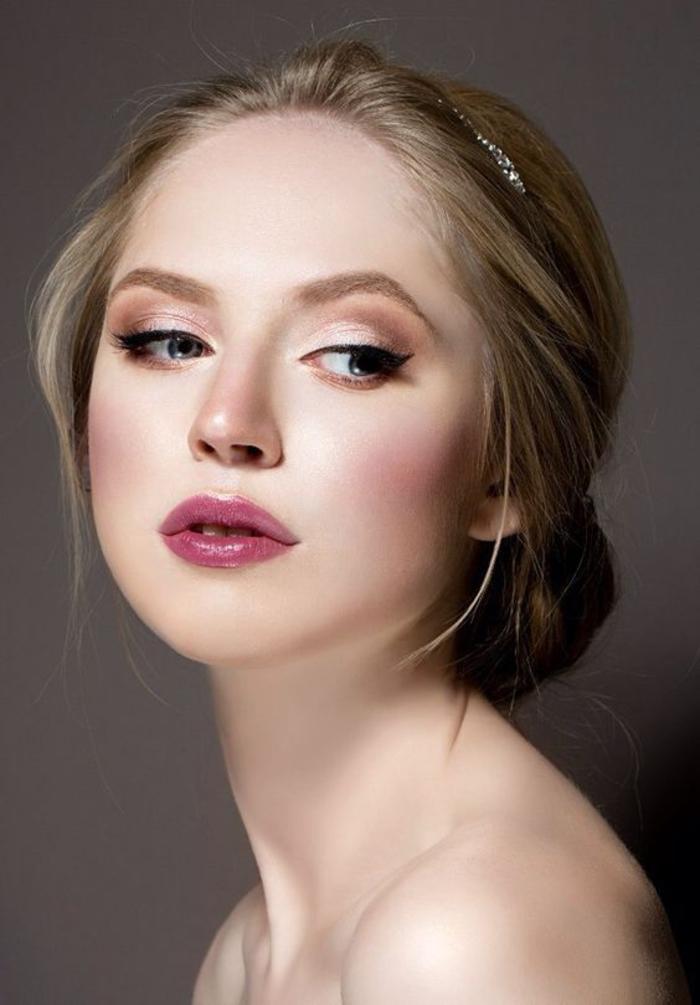 joli maquillage mariée qui fait très tendance avec une bouche glossy et un regard lumineux