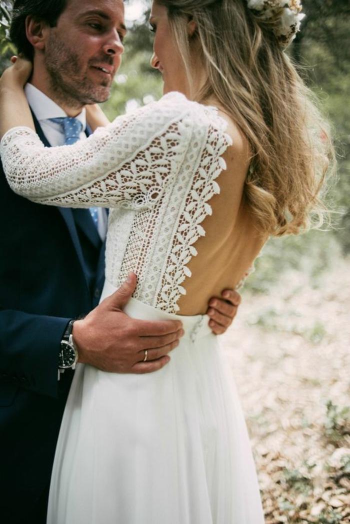 Tenue de mariage robe de mariée dentelle dos nu à la mode