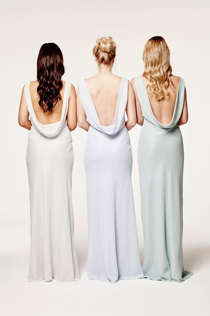 silhouette élégante en robe longue à coupe fluide et à dos nus