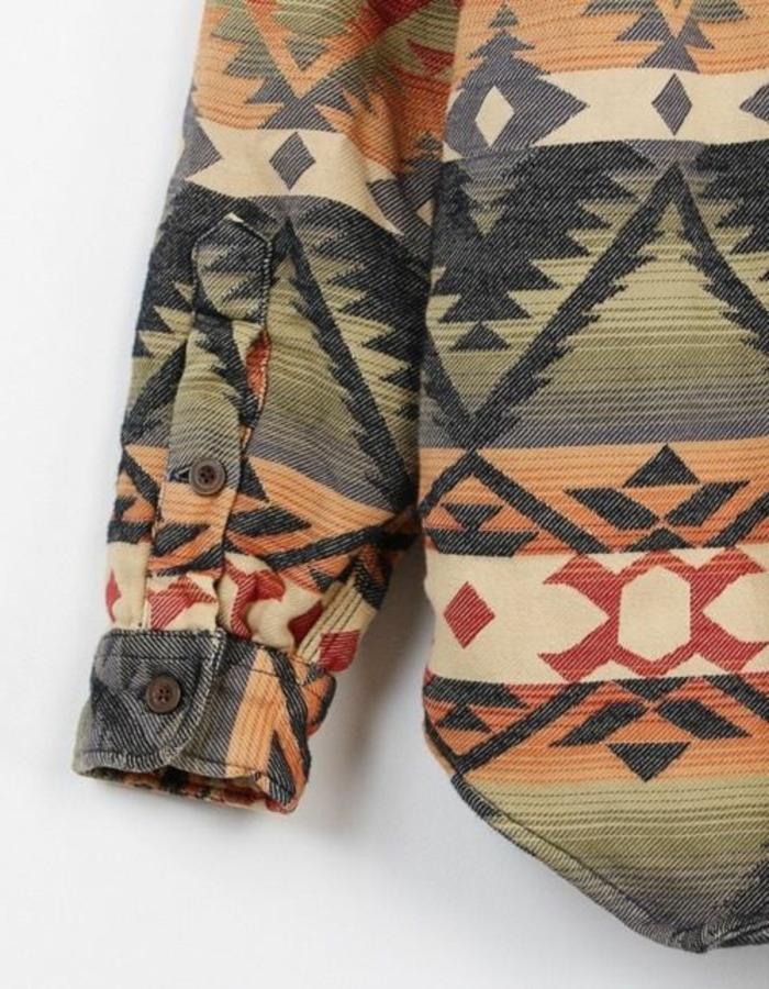 mode ethnique, manteau d'hiver patterns géométriques, figures aztèques