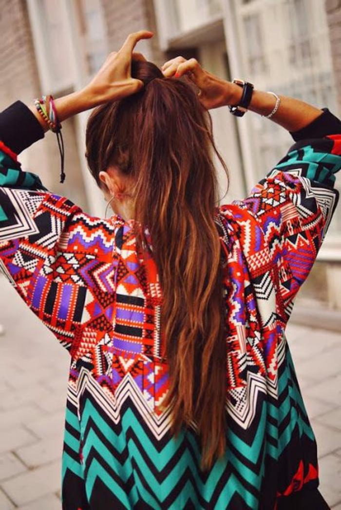 mode ethnique, tunique style ethnique, chevrons, motifs géométriques multicolores
