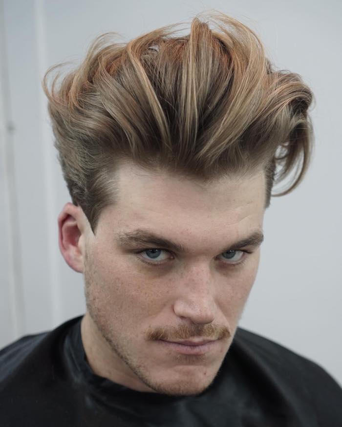coiffure homme tendance, couleur de cheveux châtain et blond foncé, coupe de cheveux pour homme