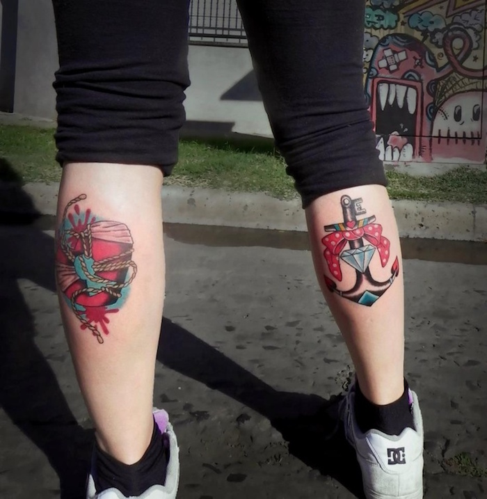 tatouages mollets femme couleurs ancre old school jambe