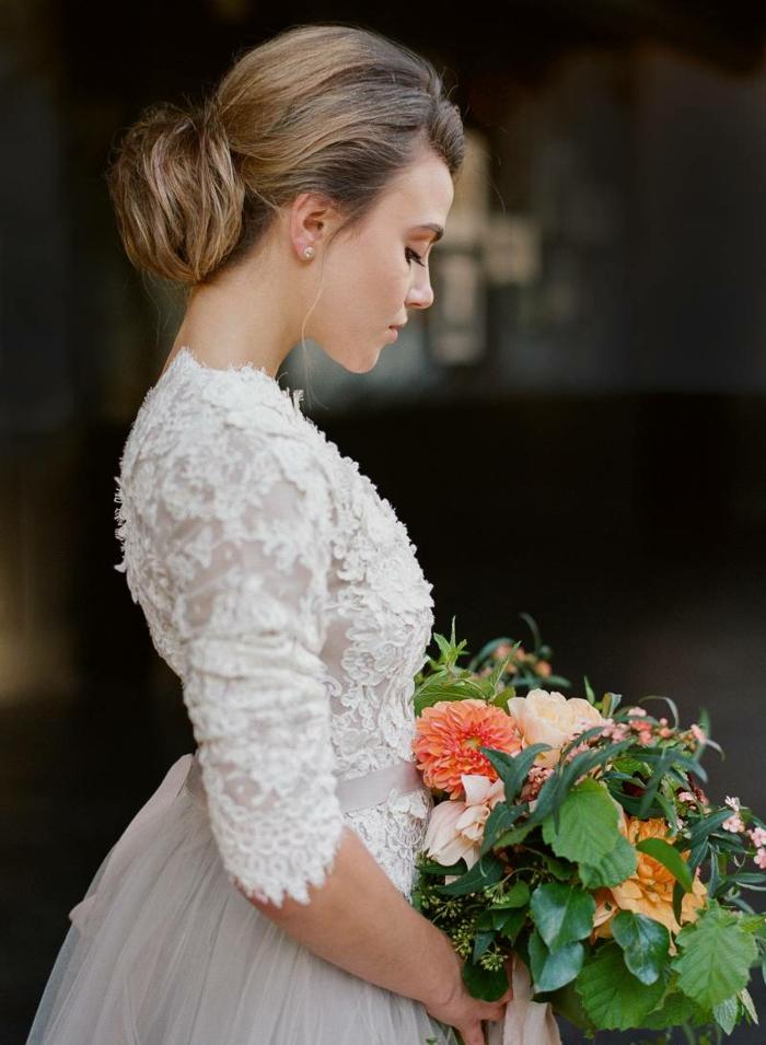 Robe de mariée droite les plus belle robe de mariée cool modèle moderne bouquet joli