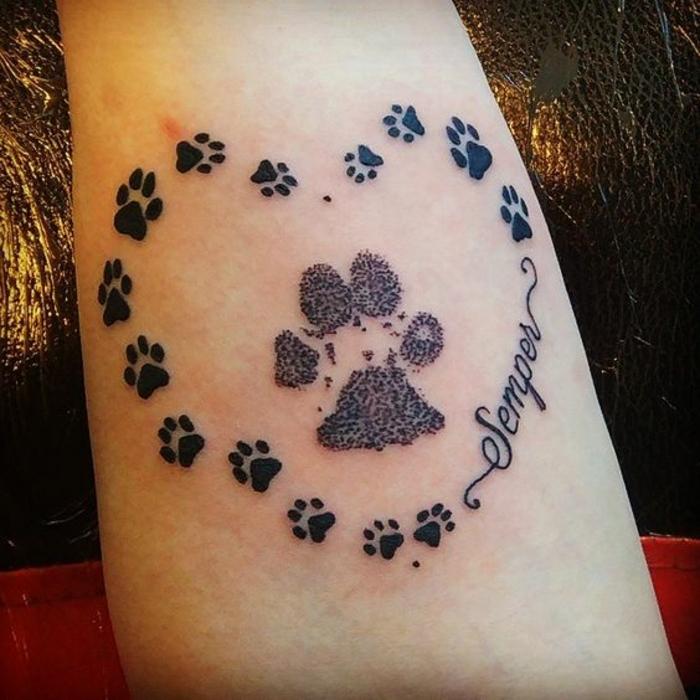 patte de chat tattoo, coeur formé à partir des pattes de chat