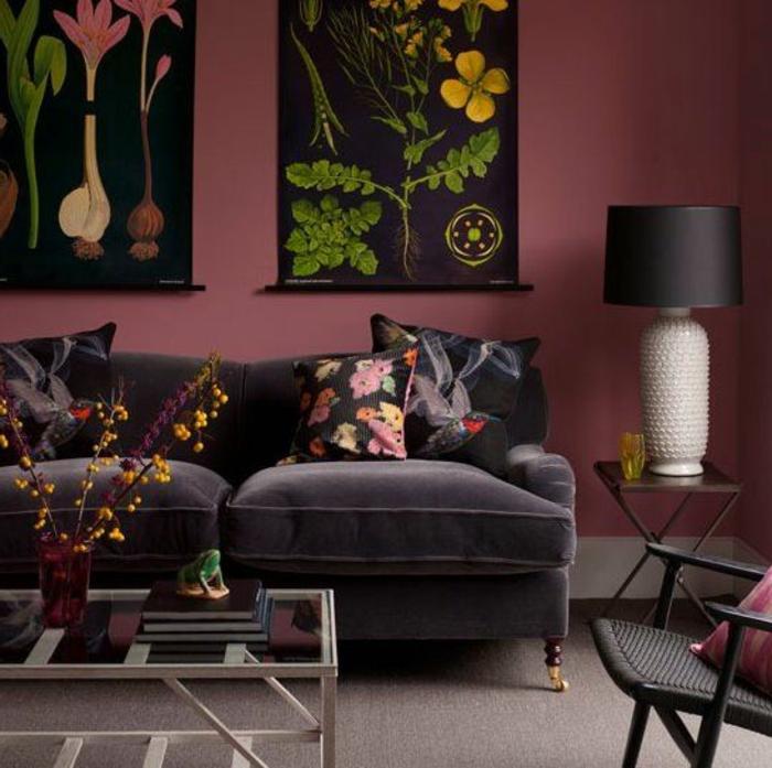 peinture aubergine, salon original, table de salon blanche, lampe noire et blanche