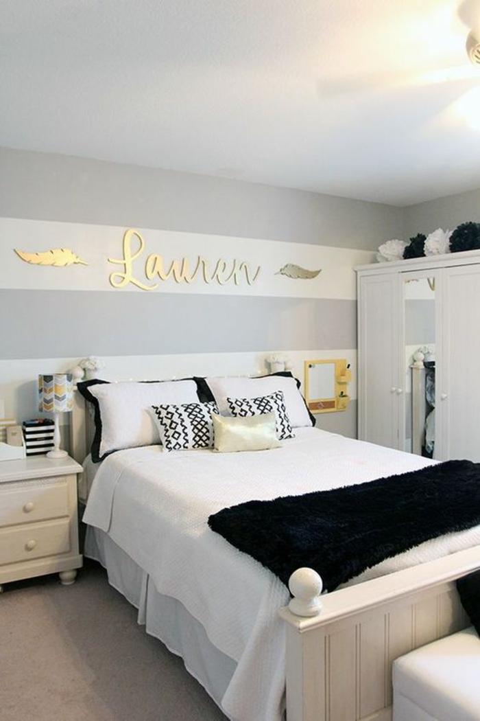 gris perle chambre a coucher avec inscription du nom de la proprietaire de la chambre gris et blanc accents en noir