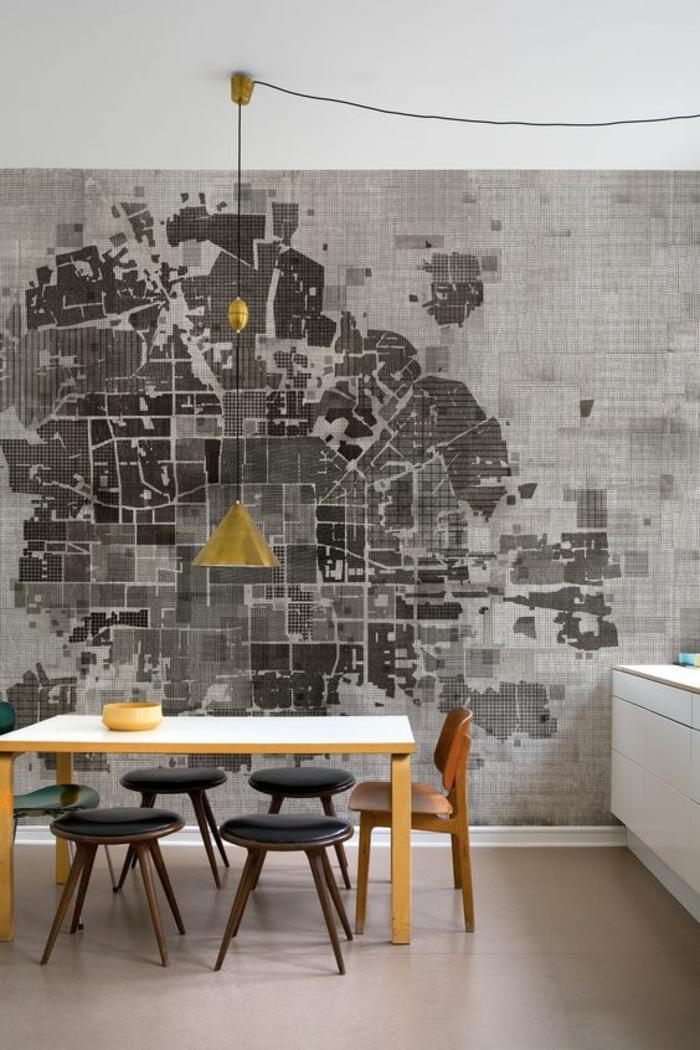 gris perle cuisine avec un etable en bois clair nuance jaune et un mur riche en nuances du gris motif carte de ville