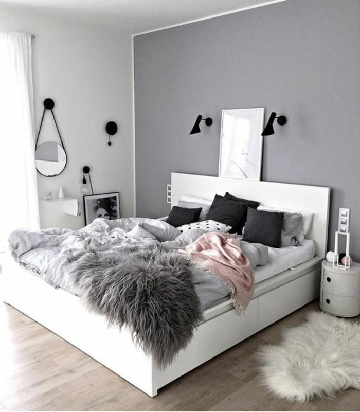 Elegant Gris Perle Murs Colorés Dans De Diverses Couleurs Chambre A Coucher Avec Un  Grand Lit Tout
