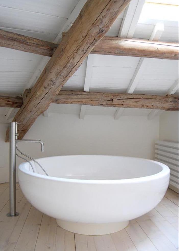 baignoire luxe circulaire design originale petite salle bain