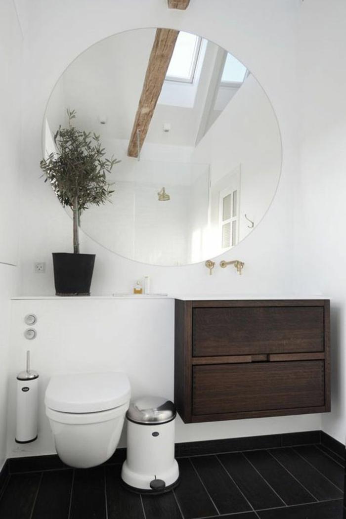 salle de bain très petite avec miroir rond très grand murs blancs meuble suspendu marron