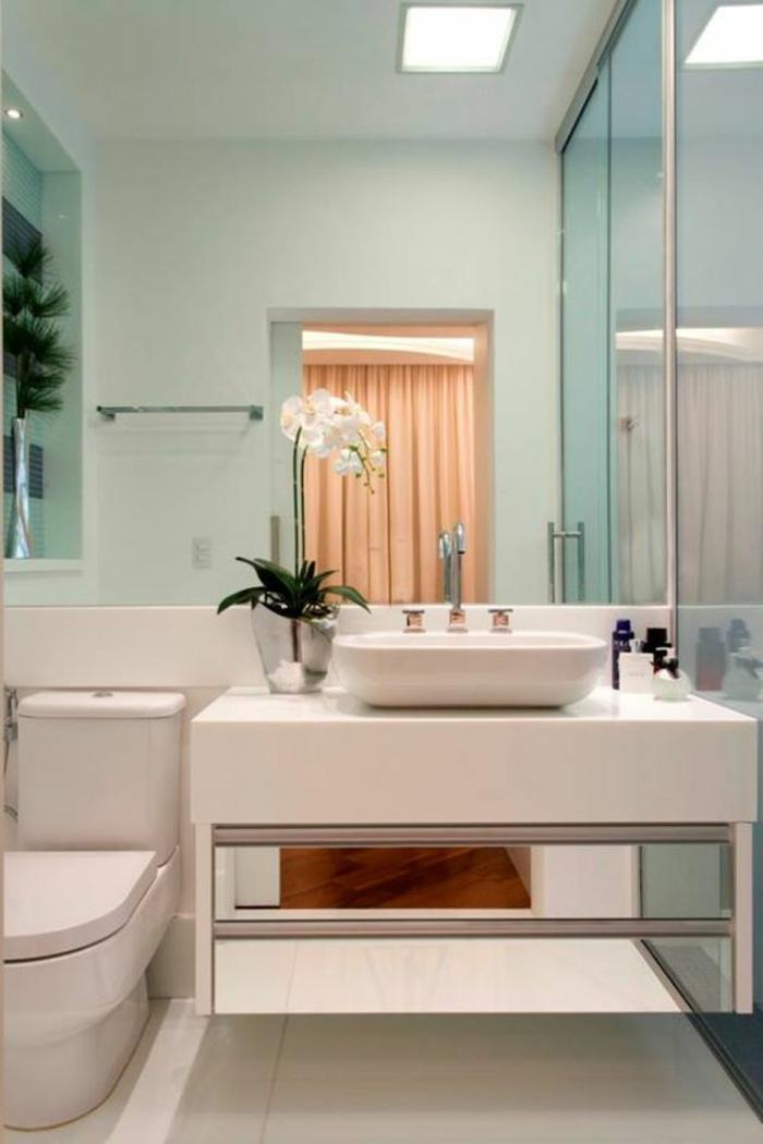modele de petite salle de bain avec meuble suspendu blanc et carré murs vert pistache