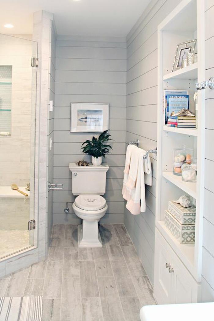 petites salle de bain décoration style classique avec sol en bois PVC