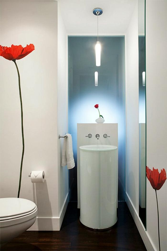 petites salles de bains avec décoration aux murs coquelicots lavabo rond blanc