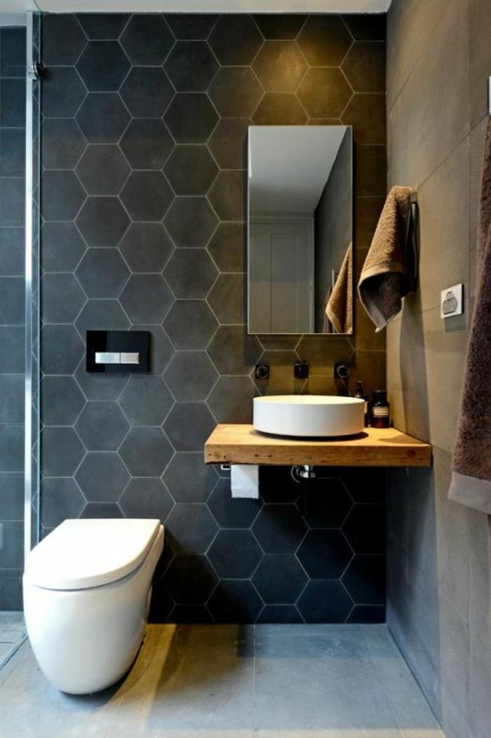 photo petite salle de bain avec mur aux motifs ruches en noir anthracite