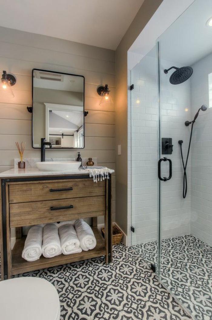 salle de bain petite au sol carrelage damier en blanc et noir miroir en mtal noir - Petite Salle De Bain Avec Douche A L Italienne