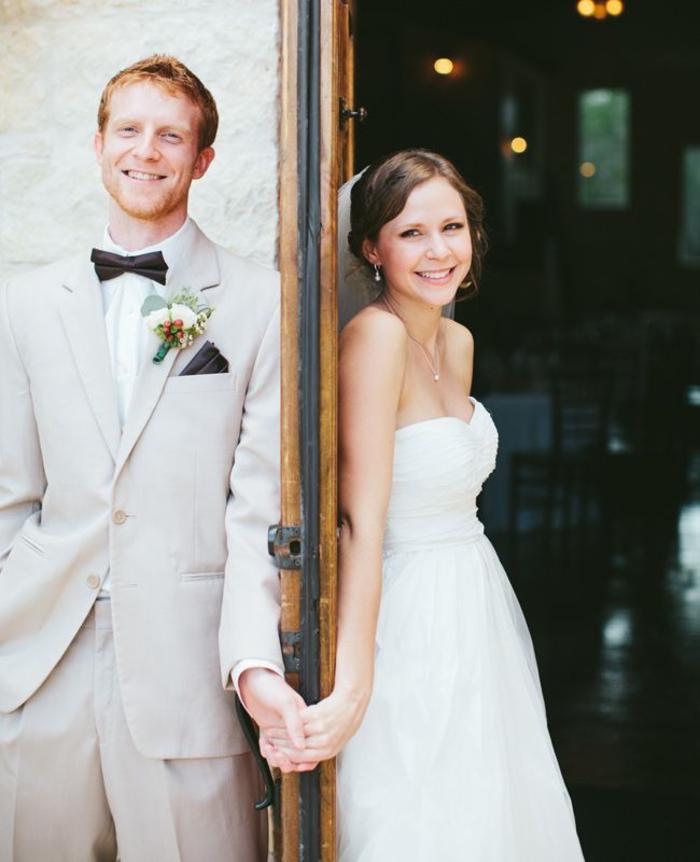 une adorable photo mariage de premier regard juste avant la découvert de la mariée