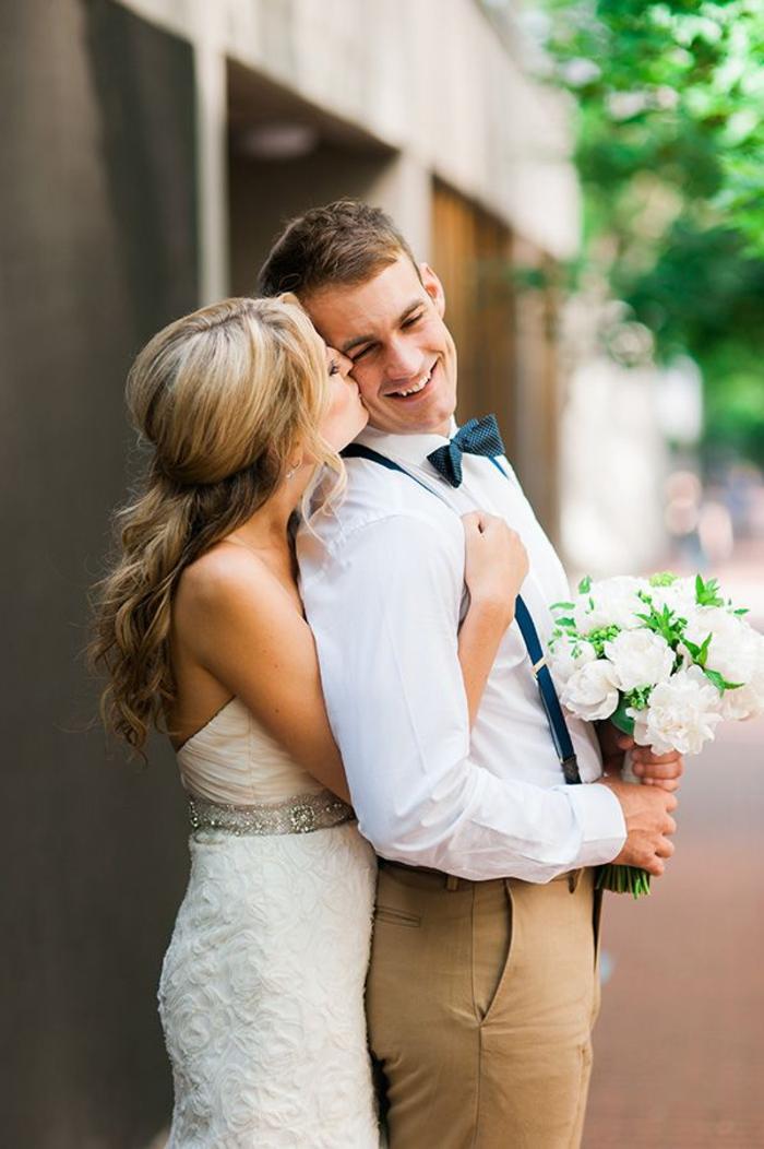 comment poser pour une photo mariage naturelle et tendre