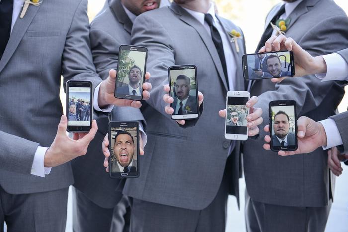 une photo mariage originale avec les témoins de mariage, un selfie de groupe rigolo
