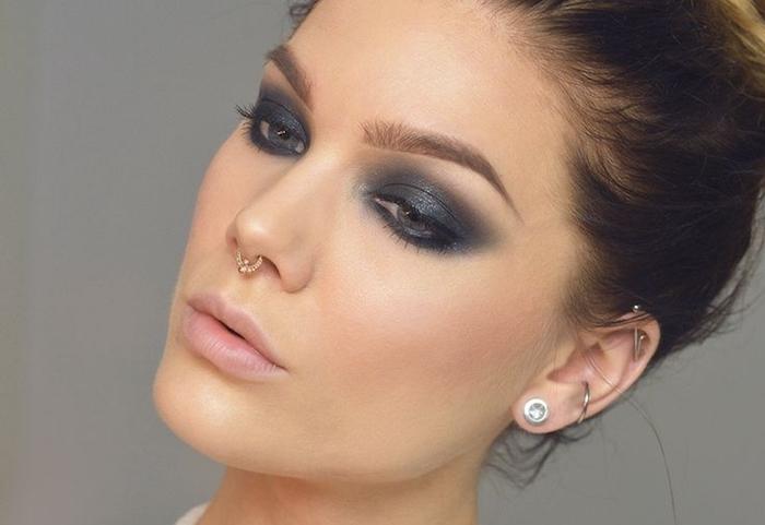 piercing oreille, anneaux pour les oreilles, bijoux pour femmes, maquillage yeux smoky
