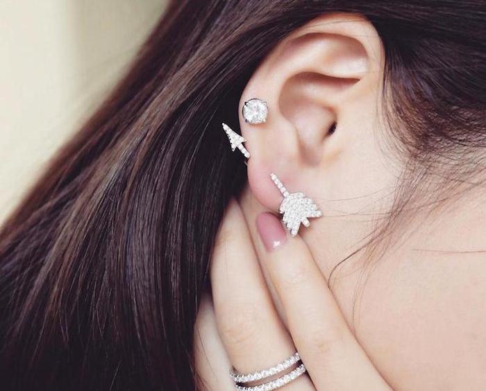 piercing cartilage, bague en cristaux femme, boucles d'oreilles flèche, piercing femme