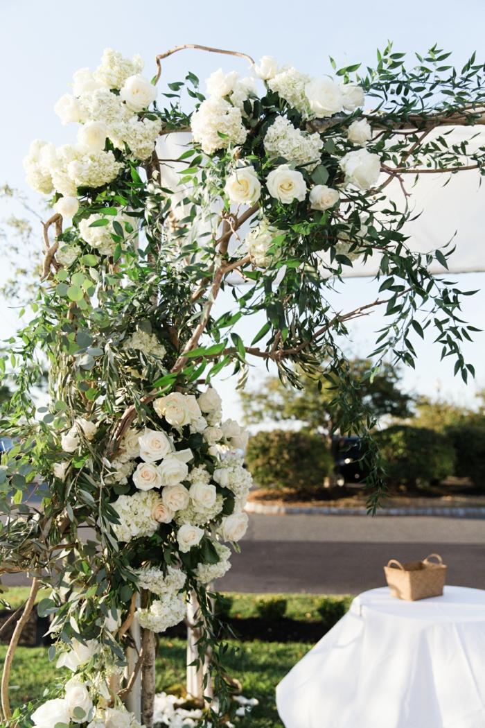 Super décoration florale mariage église composition florale mariage eglise