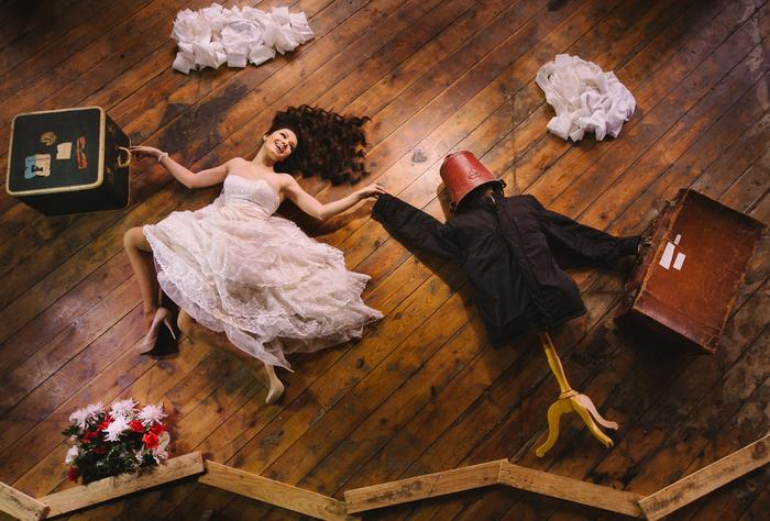 une photo artistique de couple sans le marié, séance photo insolite et originale