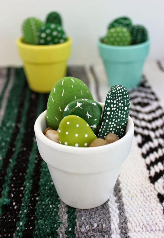 idée pour un cactus décoratifs en galets peints en vert