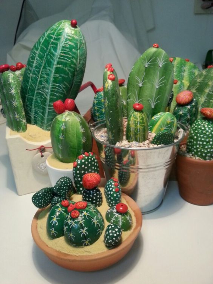 un jardin d intérieur composé de cactus décoratifs en galets peints
