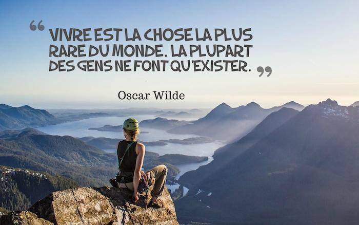 jolie phrase, femme au bout du monde, esprit d'aventurier, femme sur le sommet des montagnes, vue d'en haut