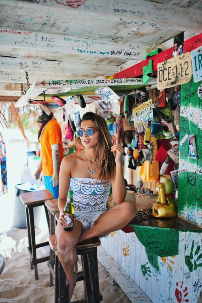 Sixties hippies couleur hippie pantalon style hippie style moderne à la plage