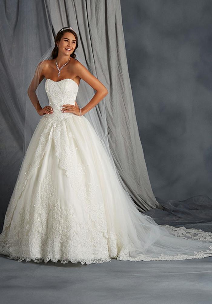 La robe de mariee rose poudré ou la robe de mariée blanche