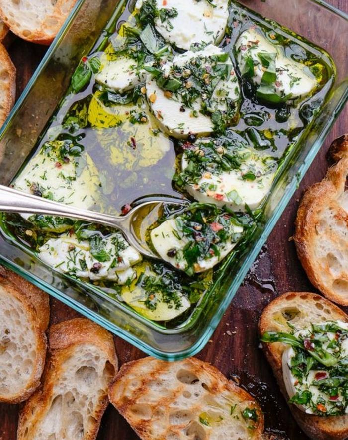 fromage de chèvre aux épices, huile d olive, basilic, aneth, poivre et sel dans un mélange aromatique, recette de tapas facile