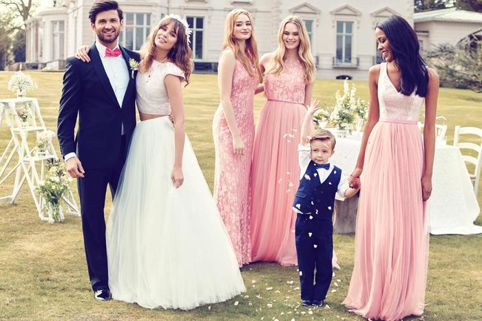 des robes de cérémonie de mariages couleur rose dragée en deux pièces associant une jupe tutu maxi et un top effet dentelle