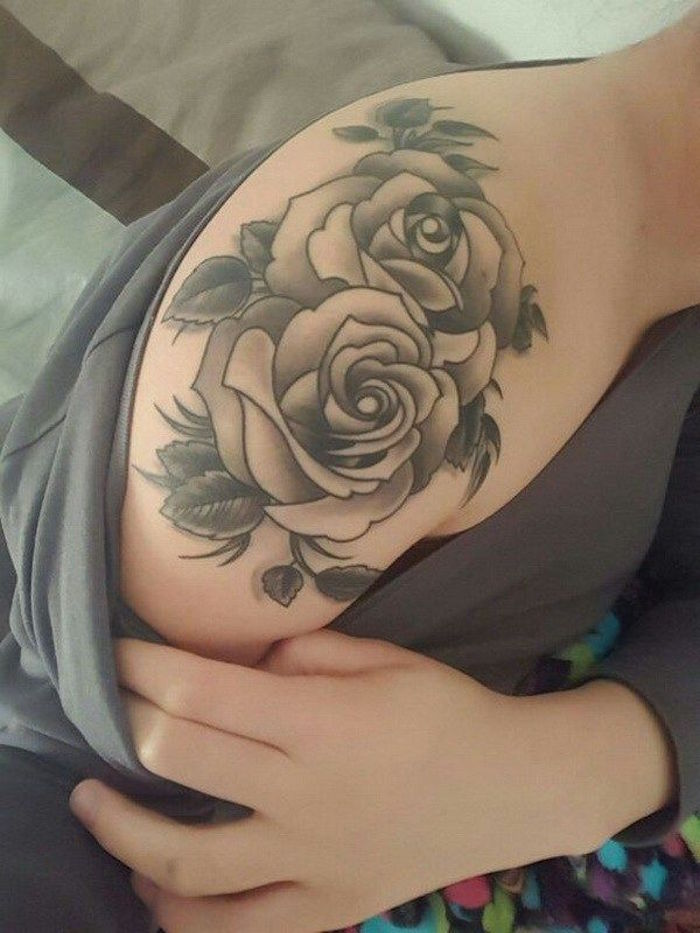 elegant awesome rose noir et blanc tatouage tatouage roses paule femme  tattoo rosier noir with tatouage rose bras femme