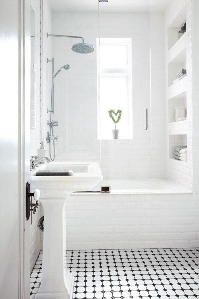 1001 id es petite baignoire plongez dans le petit for Douche et baignoire dans petite salle de bain