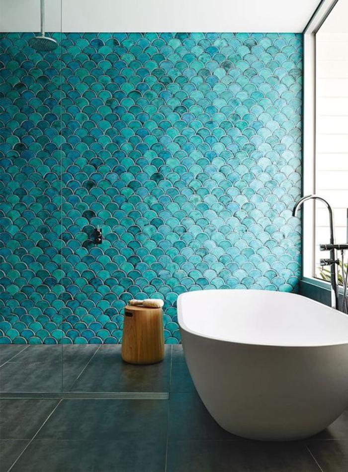 Idées Déco Avec La Couleur Bleu Canard Pour Une Ambiance - Carrelage piscine et tapis vert canard