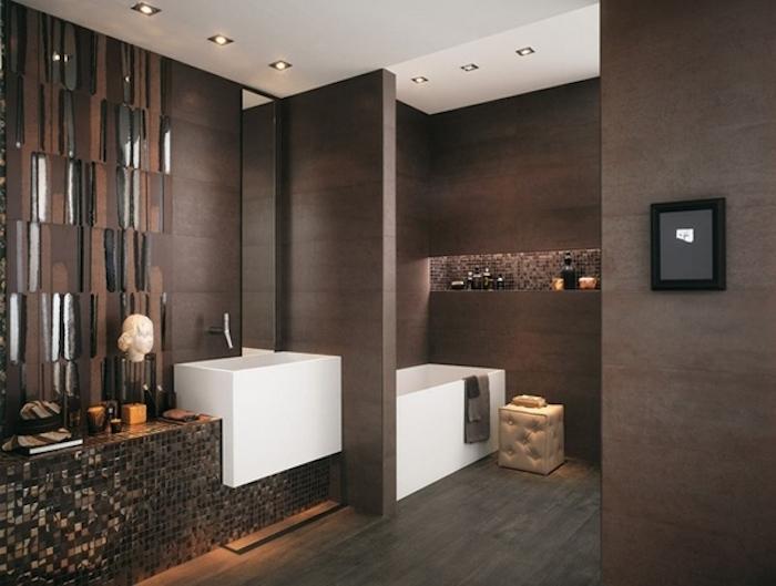 salle de bain design aux murs couleur brun chocolat