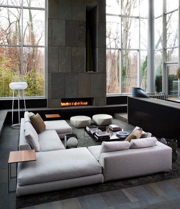 deco loft design grand salon moderne avec cheminée et baie vitrée