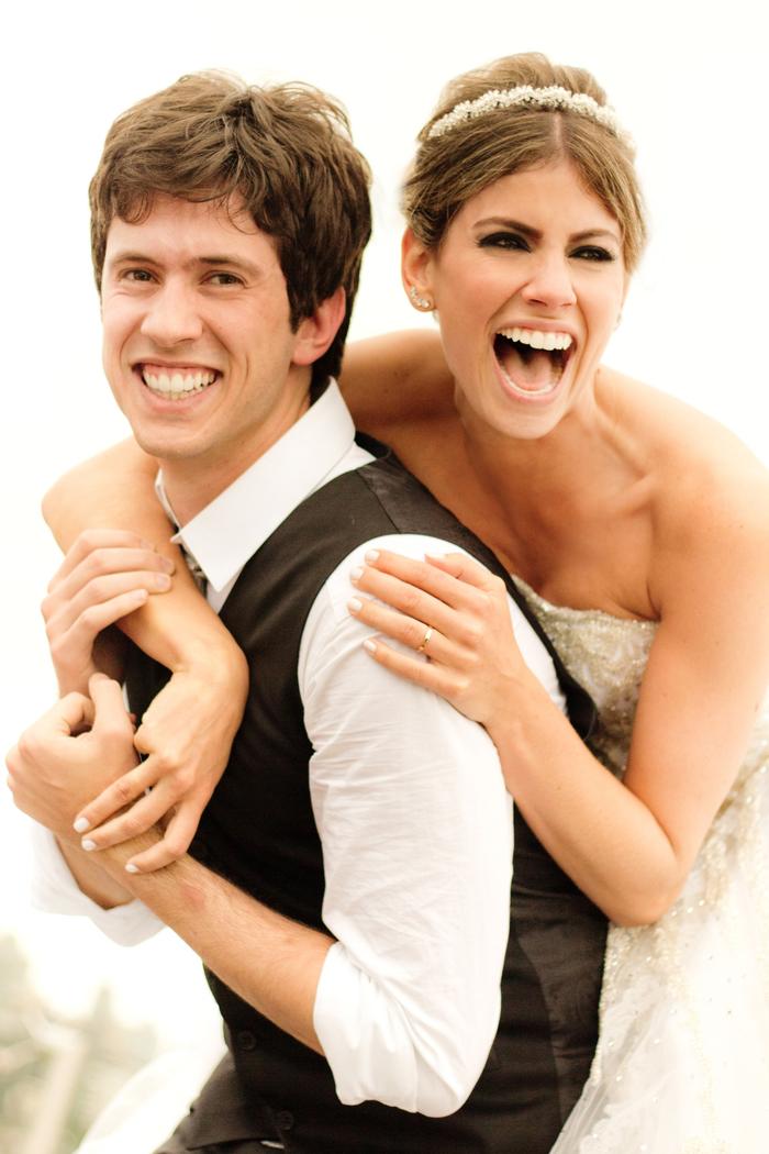 photo de couple de mariés radiante pleine de tendresse et d amour